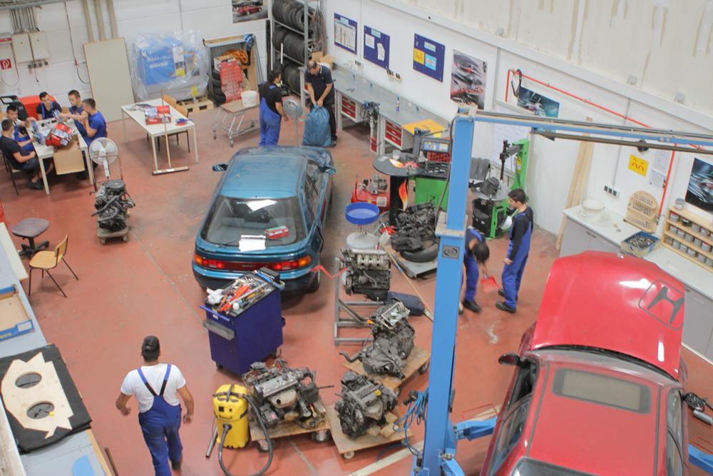 Kraftfahrzeugtechnik und -elektrik 9